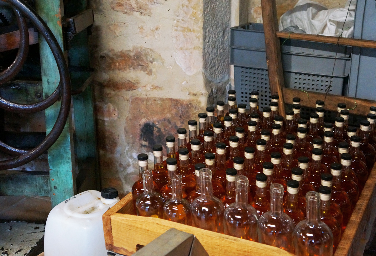 moulin-de-maneyrol-mimi-canette-epicerie-tres-fine-huile-noix-noisette-dordogne