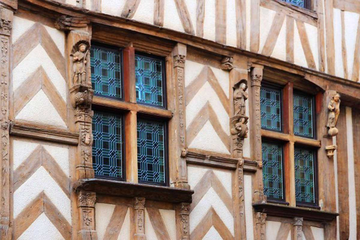 noyers-sur-serein-plus-beaux-villages-de-france-bourgogne-truffes-mimi-canette