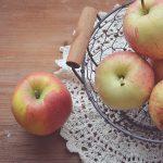 Corbeille de fruits de saison pour petit-déjeuner à Beaune