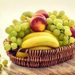 Corbeille de fruits frais pour petit-déjeuner sain à Beaune